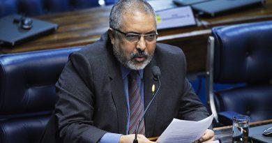 O Brasil caminha para um estado de miséria absoluta, alerta o senador Paulo Paim
