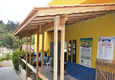 Telhado e pintura da entrada da sede administrativa estão conclusos. Ficou bem melhor!