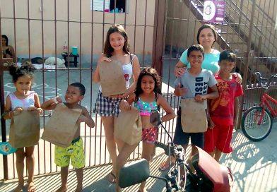 Durante Live da Festa das Crianças, Sindicato distribui 100 kits de alimentos. Dog delicioso!